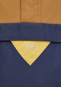 PULL&BEAR - JACKE MIT BAUCHTASCHE UND PATCH MIT LOGO 09716527 - Windbreaker - brown - 5