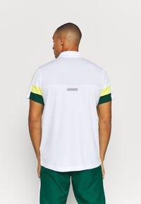 Lacoste Sport - TENNIS TOUR - Polo shirt - blanc/vert/jaune/blanc/noir - 2