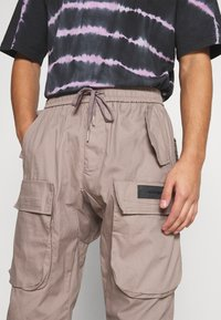 Sixth June - PANTS WITH MULTIPLE POCKETS - Cargo trousers - light brown - 4