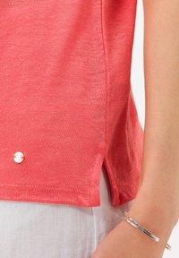 BRAX - STYLE CATHY - Basic T-shirt - light red - 3