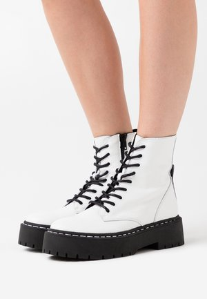 SKYLAR - Bottines à plateau - white
