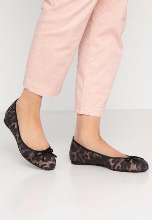 ADRIANA - Ballet pumps - tan/black