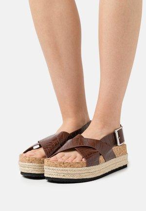 VEGAN JANNIKE - Korkeakorkoiset sandaalit - brown/medium dusty