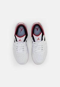 Jordan - AIR 1 - Sneakersy niskie - white/gym red-black - 5