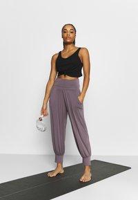 Deha - PANTALONE ODALISCA - Trainingsbroek - purple gray - 1