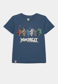 LEGO Wear - NINJAGO JUBILÄUM  - Print T-shirt - dark dust blue - 0