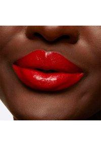 MAC - LOVE ME LIQUID LIPCOLOUR - Liquid lipstick - yeah, i`m fancy - 4