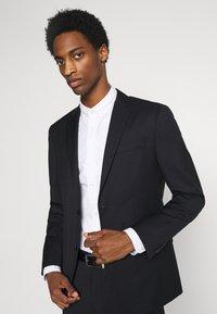 Calvin Klein Tailored - TONAL GRID CHECK EXTRAFINE SUIT - Oblek - navy - 5