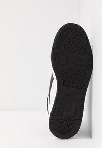 Puma - REBOUND LAYUP - Höga sneakers - white/black/high risk red - 5