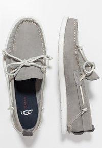 UGG - BEACH MOC SLIP ON - Chaussures bateau - sel - 1