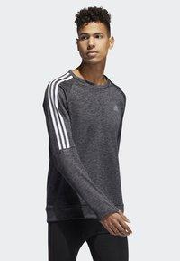 adidas Performance - OWN THE RUN 3-STRIPES CREW SWEATSHIRT - Fleece jumper - grey - 2