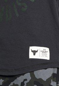 Under Armour - ROCK IRON  - T-shirt de sport - black - 5