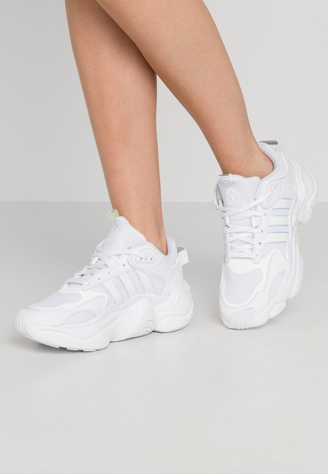 MAGMUR RUNNER SPORTS INSPIRED SHOES - Matalavartiset tennarit - footwear white