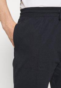 Newport Bay Sailing Club - SMART 2 PACK - Shorts - navy/grey marl - 5