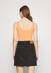 Even&Odd - SQUARE NECK CROP 2 PACK - Toppi - orange/black - 2
