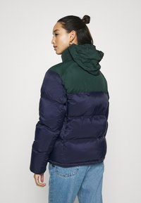 Lacoste - COLOR BLOCK PUFFER - Dunjakke - navy blue/sinople - 3