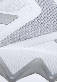 Reebok Classic - ZIG ELUSION ENERGY SHOES - Matalavartiset tennarit - white - 7