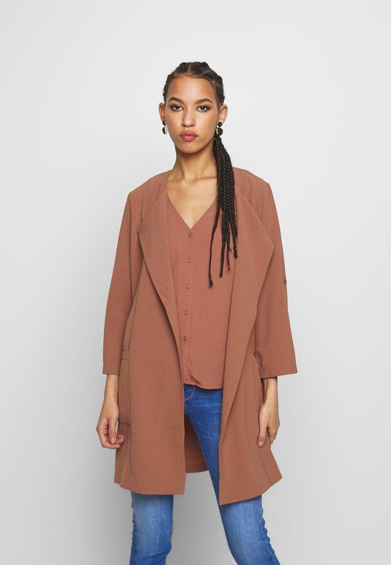 Pieces - PCKORNELIA  - Krátký kabát - copper brown