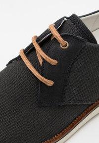 Bullboxer - Zapatos con cordones - black - 5