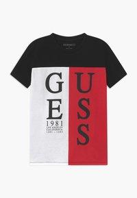 Guess - JUNIOR - T-shirt z nadrukiem - black/white/red - 0