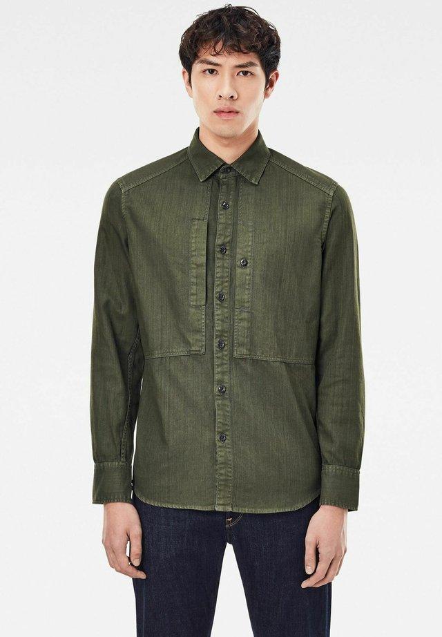 PANELLED POCKET SLIM - Overhemd - combat gd