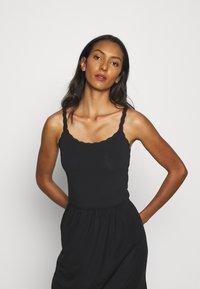 Marks & Spencer London - 2 PACK - Maglietta intima - white/black - 3