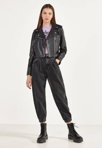 Bershka - BIKERJACKE AUS KUNSTLEDER 01137564 - Faux leather jacket - black - 1