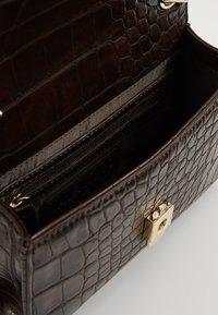 Valentino Bags - AUDREY - Sac bandoulière - caffe - 4