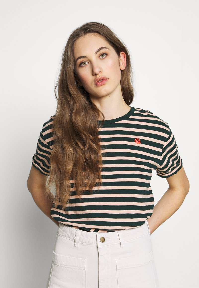Scotch & Soda - EASY STRIPE TEE WITH CHEST EMBROIDERY - Print T-shirt - combo