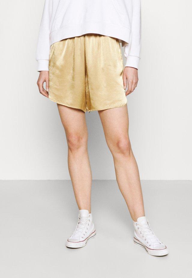 SARIAH - Shorts - sand