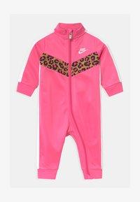 Nike Sportswear - CHEVRON - Combinaison - pinksicle - 0