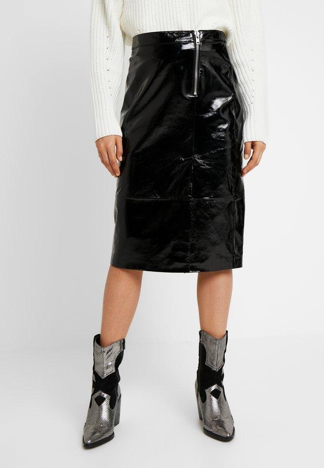 YASCAMA SKIRT - Falda de tubo - black