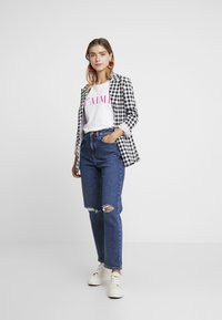 New Look Petite - MOM - Relaxed fit jeans - mid blue - 1