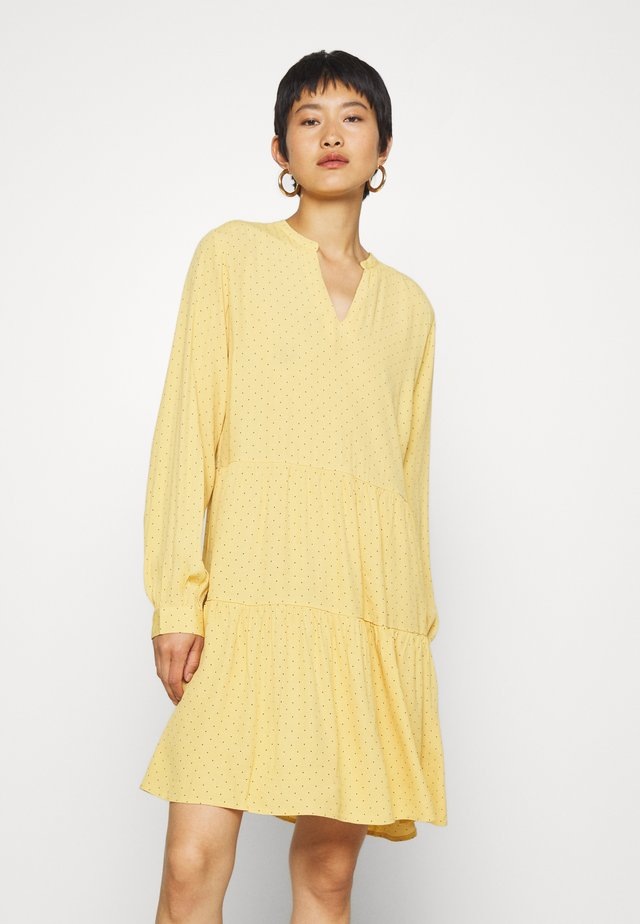 TINKA PRINT DRESS - Robe d'été - yellow