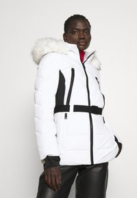 MICHAEL Michael Kors - COLOR BLOCKED BELTED PUFFER COAT - Winter jacket - white/black - 4