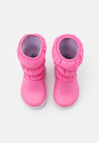 Crocs - CROCBAND WINTER - Botas para la nieve - pink lemonade/lavender - 3