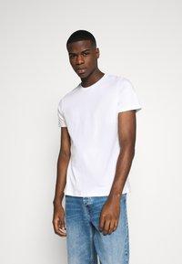 Burton Menswear London - SHORT SLEEVE CREW 3 PACK - T-Shirt basic - black/white/light grey - 1