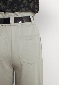 EDITED - DANA PANTS - Trousers - grau - 5