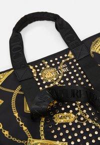 Versace Jeans Couture - Velká kabelka - black - 5