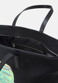 KARL LAGERFELD - IKONIK BALLOON - Handbag - black - 3