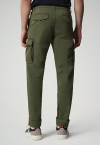 Napapijri - MOTO - Cargo trousers - green cypress - 1