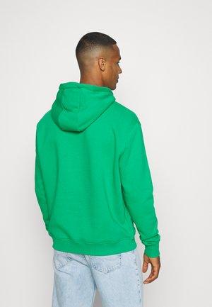 UNISEX SMALL SIGNATURE HOODIE - Sweatshirt - green