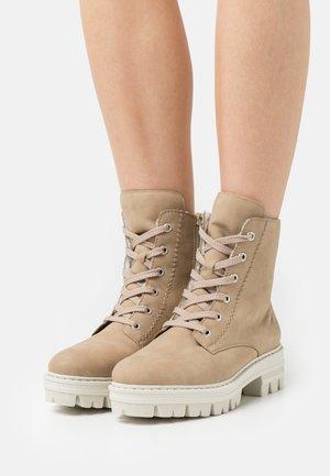 Lace-up ankle boots - porzellan