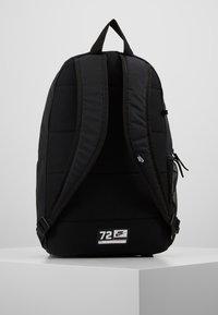 Nike Sportswear - ELEMENTAL UNISEX - Tagesrucksack - black/white - 3