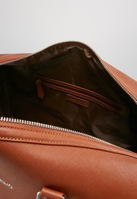 Valentino Bags - FILIPPO - Weekend bag - dark cognac - 6
