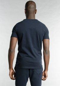 Better Rich - Print T-shirt - 3938 rugby blue - 1