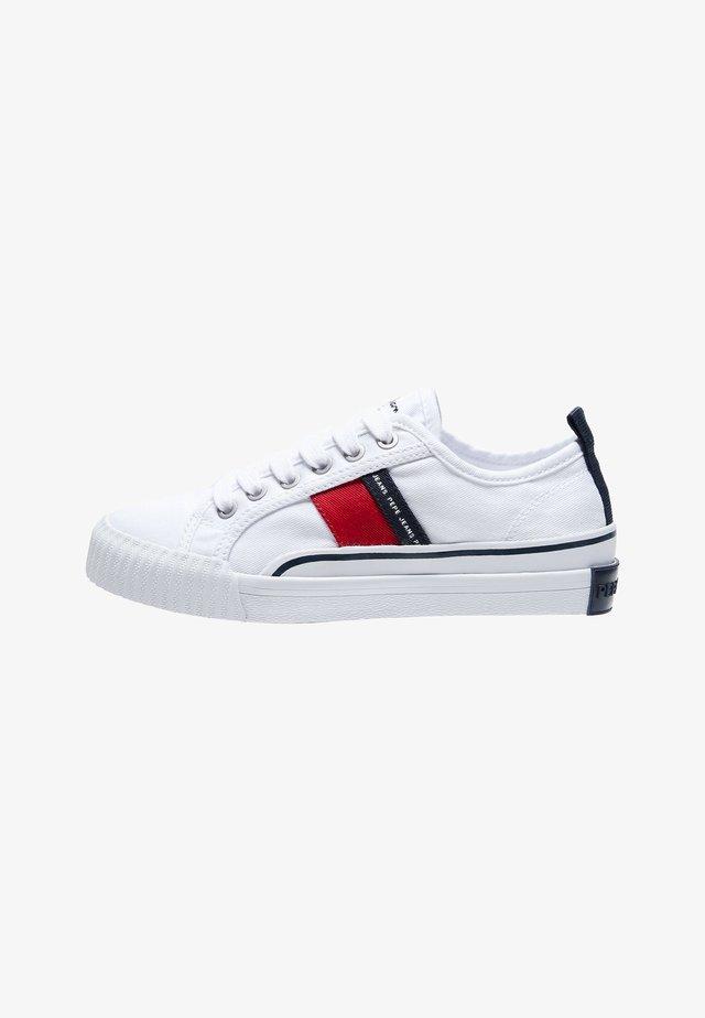OTTIS - Sneaker low - blanco