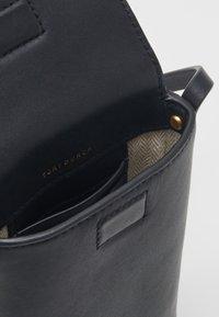 Tory Burch - MILLER PHONE CROSSBODY - Across body bag - black - 3
