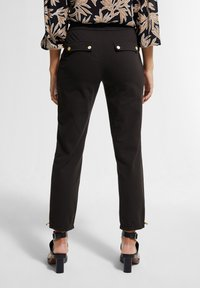 comma - MIT TUNNELZUG - Trousers - black - 1