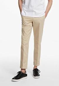 KARL LAGERFELD - TWILL  - Kalhoty - beige - 0
